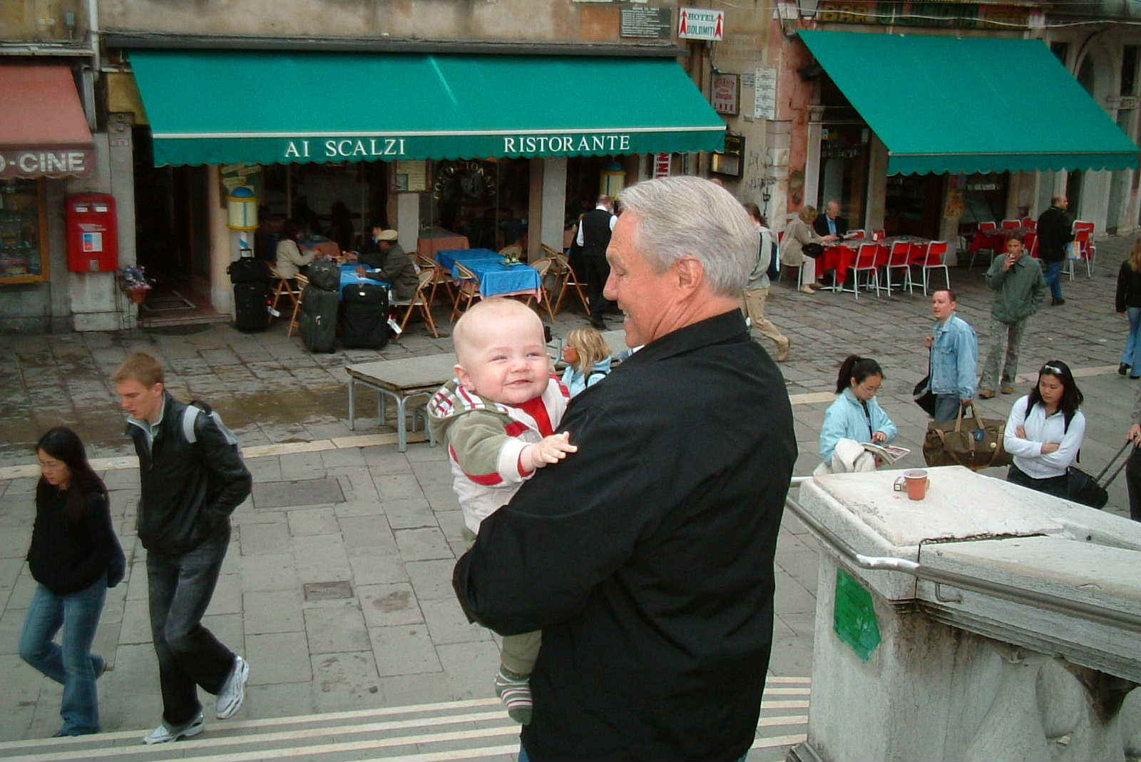 8- DSCF0056 Dad and Aidan in Venice.JPG (161762 bytes)