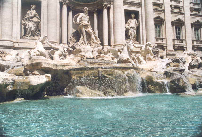 8- Trevi Fountain.JPG (80964 bytes)